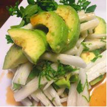 アボカドと長芋のわさびドレッシングのサラダ(2人分)